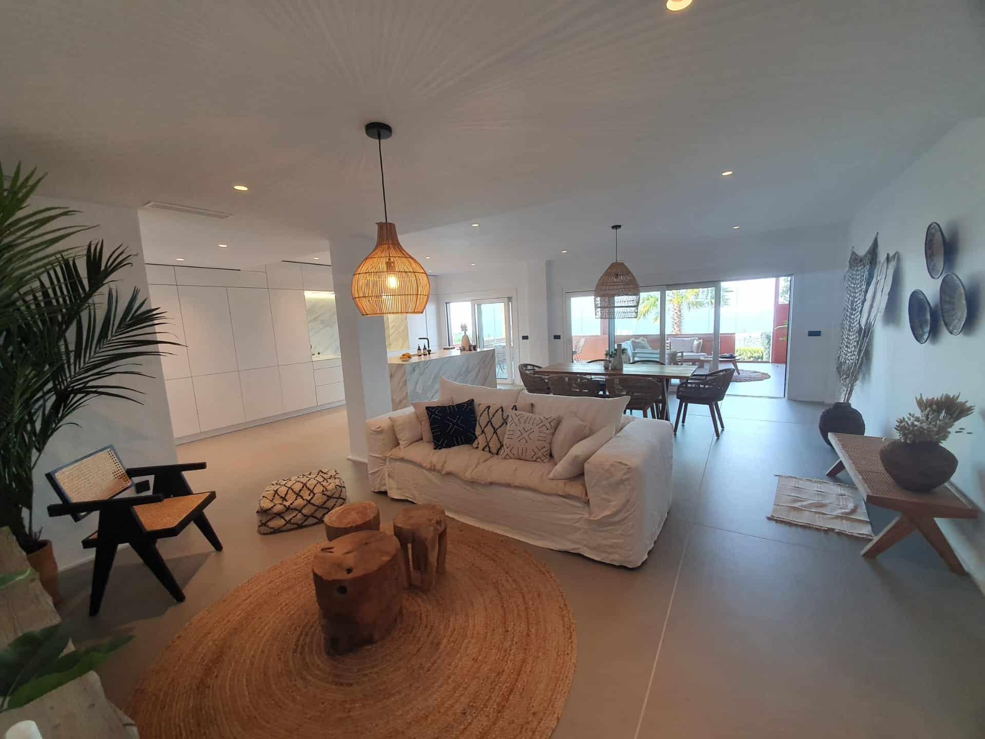salón-comedor-cocina reforma piso Marbella, decoración ibizenca